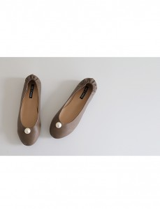 <br> pearl Flat Shoes <br> <b><font color=#253952>Top Shoes 3 Products</font></b>