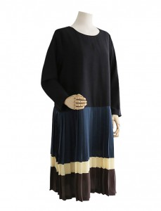 <br> Rohe color combination Pleats Dress <br><br>