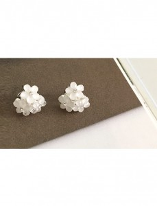 <br> Blossom cubic Flower earring <br><br>