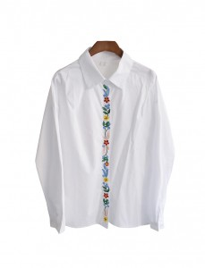 <br> Center Flower Embroidery Blouse <br><br>