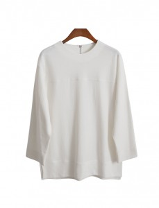 <br> Neat incision back zipper Tee <br><br>