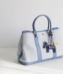 <br> Er Canvas Tod Bag <br> <b><font color=#253952>Shoes & Bag 5th item</font></b>