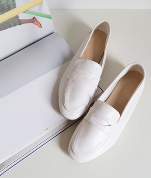 <br> minimal simple Loafers <br><br>