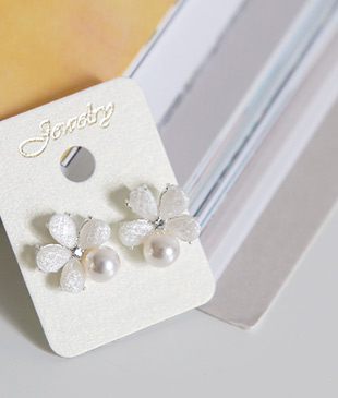 <br> Daisy earring <br><br>