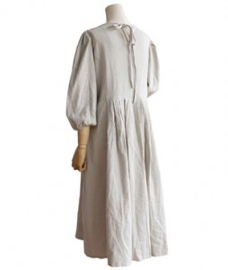<br> Pleats Linen Dress with Back Ribbon <br> [Not returned or exchanged;