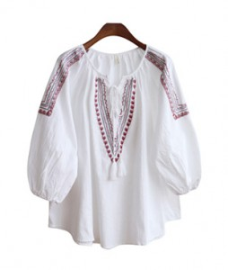<br> Red embroidery key point Blouse <br> [Not returned or exchanged;