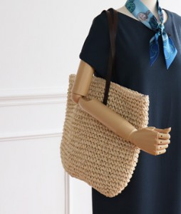 <br> Raffia Zipper Shoulder Bag <br><br>