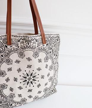 <br> Paisley Linen Shoulder Bag <br><br>