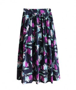 <br> Light Flower Rear Banding Rong skirt <br><br>
