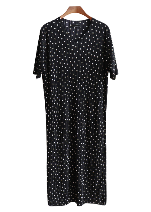 <br> Pleats Dot Dress <br> [Not returned or exchanged;