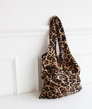<br> Leopard Fabric Bag <br><br>
