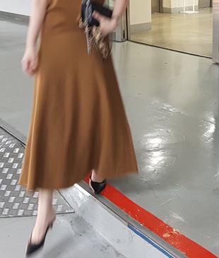 <br> feminine holgent Knit Skirt <br> [Not returned or exchanged;