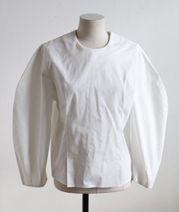 <br> Half-sleeve Cotton Blouse <br> [Not returned or exchanged;