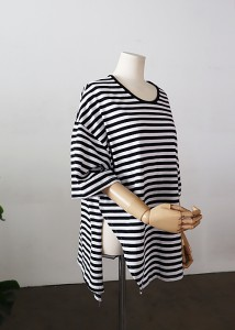 <br> unique slit Boxy Tee <br> [Not returned or exchanged;