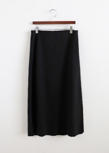 <br> Long skirt with slit <br> [Not returned or exchanged;