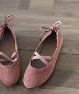 <br> Suede bowknot shoes <br> <b><font color=#253952>1st item of shoes</font></b>