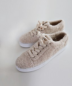 <br> Warm buckle sneakers to the inside <br> <b><font color=#253952>3rd place in shoes</font></b>