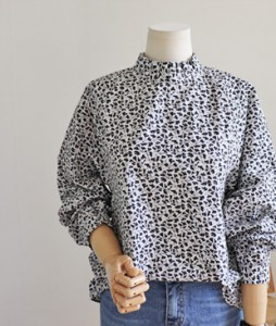 <br> leaf leaf volume Blouse <br><br>