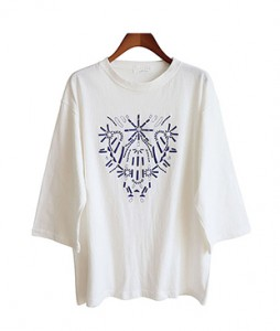 <br> Embroidery 7 pieces Boxy Tee <br><br>