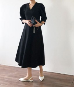 <br> [JH] Hepburn Black Dress <br> - Not returned or exchanged;