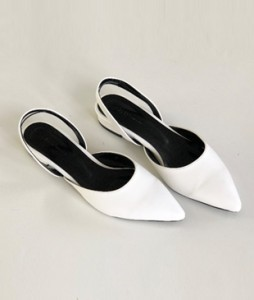 <br> Laura Basic Sling backs Flat (3cm) <br> <b><font color=#253952>1st item of shoes</font></b>