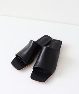 <br> feminine Slippers <br><br>