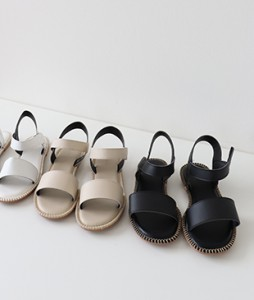 <br> Easy Daily Squeaker Sandals <br><br>