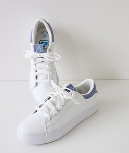 <br> Simple color combination Sneakers <br><br>
