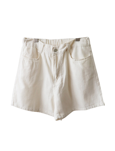 <br> loose fit Cream Shorts <br><br>