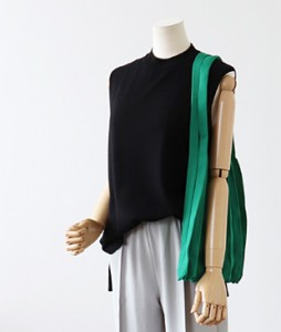 <br> Sleeveless Knit covering the heap <br><br>