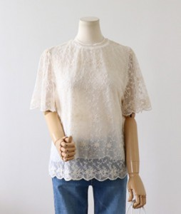 <br> Lining Race Blouse <br><br>