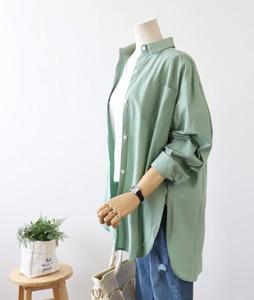 <br> One pocket incision Kara Shirt <br><br>