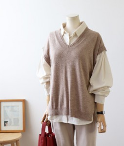 <br> Thin layered Knit Vest <br><br>