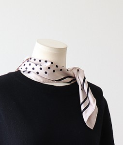 <br> two lines Dot square scarf <br><br>