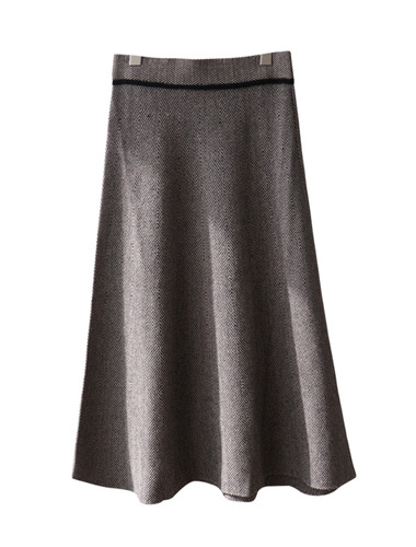 <br> Herringbone Slim Flare Knit Skirt <br> <b><font color=#253952>The skirt fourth place product</font></b>