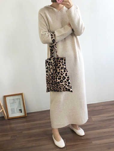 <br> Fluffy Wool Hood Long Dress <br> [Return can not be exchanged]