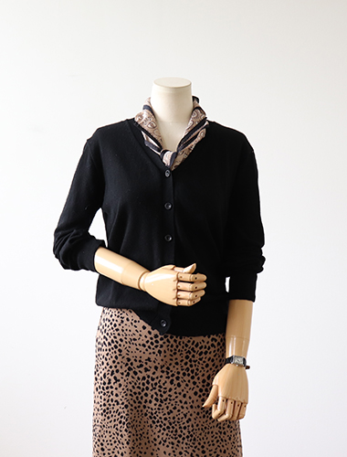 <br> Cashmere v-neck cardigan <br> [Return can not be exchanged]