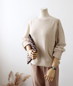 <br> Fluffy Wool Round Knit <br><br>