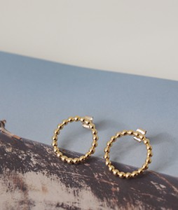 <br> One Dot Gold earring <br><br>